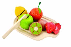 Plan Toys Früchte-Set auf Schneidbrett
