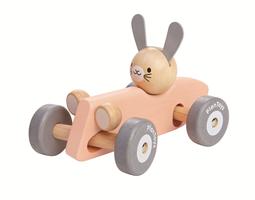 Hase im rosa Rennwagen